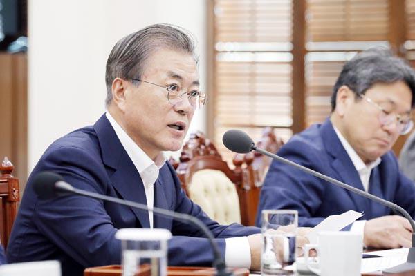 """문재인 대통령 """"검찰개혁 방안 제시하라"""" 윤석열에 지시"""