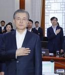 """가족 수사날 """"인권 존중·검찰 견제""""…윤석열 개혁안도 수용"""