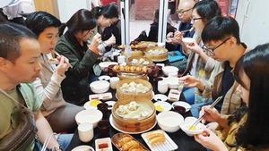 씹고 뜯고 맛보고 즐기는 부산국제영화제…어서와, 부산의 맛은 처음이지?