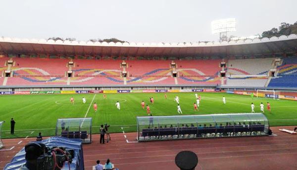 29년 만의 평양 남북축구…기묘한 '3無 경기'