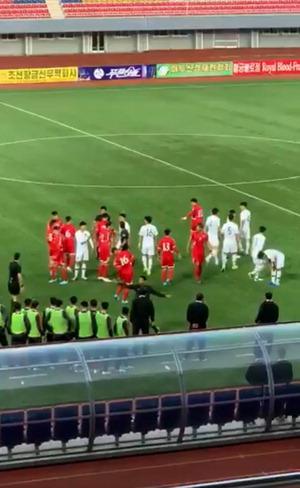 남북축구 일촉즉발 충돌 위기…손흥민이 뜯어말렸다
