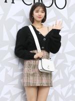"""[국제포토] 트와이스 정연 """"멜빵 치마로 살포시 드러낸 어깨"""""""