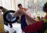[사회복지관 지역맞춤 사업] 이웃 이불 세탁 책임지는 우리는 '빨래 천사'