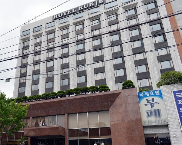 조폭 영화 '친구' 배경 국제호텔 매각 과정서 실제 조폭과 법정공방