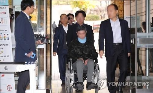 """""""채용비리·위장소송 의혹"""" 조국 동생 두 번째 영장 끝에 구속"""