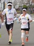 시각장애 딛고 달린 부부·3대 동반 출전…마라톤으로 확인한 가족애