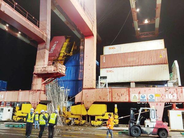 70t 크레인도 밀어버린 역대급 돌풍 부산 강타
