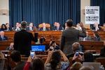 트럼프 탄핵조사 첫 공개청문회…결정적 '한 방' 없었다