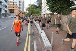 홍콩 거리 청소 나선 중국軍…무력 개입 임박 시그널