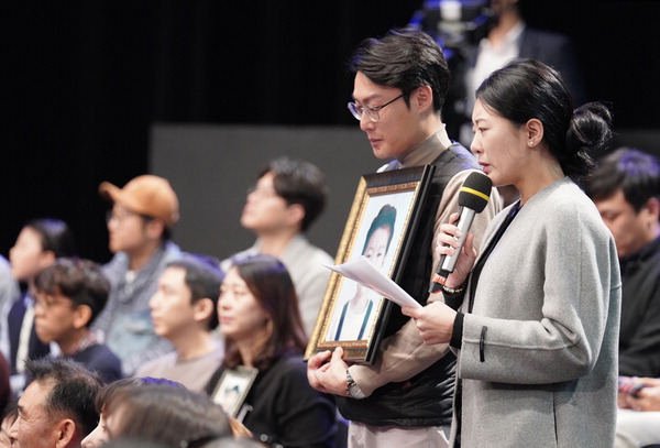 """문 대통령 """"조국 사태 송구…검찰개혁 꼭 이뤄야"""""""