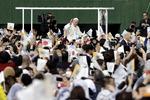 """일본 피폭지 찾은 교황 """"핵무기 없는 세상"""" 호소"""