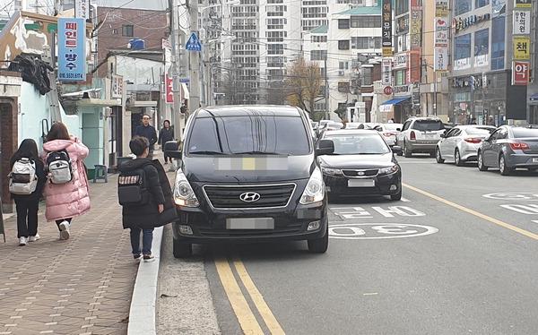 '갑툭튀(갑자기 툭 튀어나온)' 무단횡단·불법 주차에 운전자 아찔…단속 강화해야