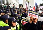욕설·고성·몸싸움…한국당 주최 국회집회 아수라장