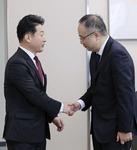 과장급 '창고 협상' 무례했던 일본, 국장급 대화선 한국에 '공손'