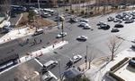BRT(중앙버스차로제) 공사에 차도·보도 구분없이 뒤섞여…사고날까 '조마'