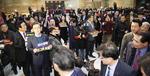 여야 4+1, 선거법 상정 추진…한국당 본회장 출입구 봉쇄 충돌