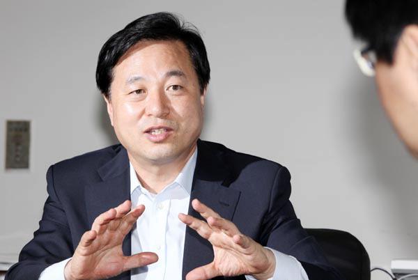 """김두관 """"PK총선 출마 요구 정말 난감"""""""