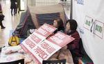 해넘긴 부산도시철도 청소노동자 텐트 농성