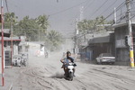필리핀 화산 폭발…검은 재 뒤덮인 마닐라 '하늘길' 올스톱