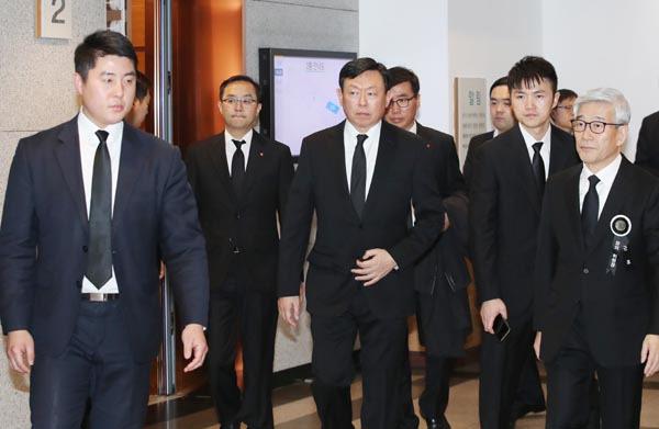 신동빈 체제 공고…그룹 구조혁신·호텔롯데 상장 가속화 예고
