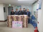 """문현2동 금융단지주유소 설맞이 """"사랑의 쌀"""" 전달"""