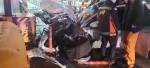 경찰 피해 달아난 포르쉐, 방호벽과 충돌 반파