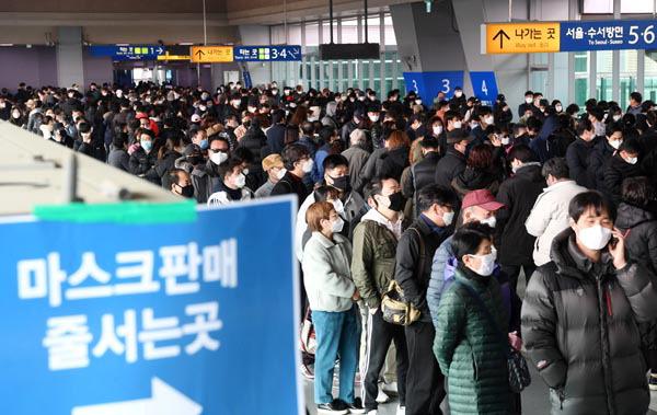 """""""신천지 교인 1월 중국 우한 방문""""…감염 실마리 풀릴까"""