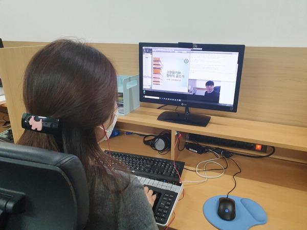 대학 온라인 개강 일주일…시간강사 ·장애인 학생은 웁니다