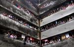 코로나 의료진 격려하는 인도 뭄바이 사람들
