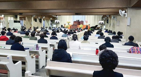[르포] 일부 교회 또 예배 강행…'감염 취약' 노인·어린이 참석도