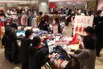 백화점 '봄 정기세일' 힘입어 매출 소폭 증가