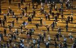 """""""도시 봉쇄로 굶어 죽을 판""""…세계 곳곳 '코로나 민중봉기'"""