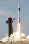 스페이스X, 첫 민간 유인우주선 발사 성공