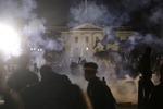백악관 앞 성난 시위대