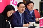 """주호영 """"지역 선심성"""" 발언에…반박도 못한 부산 통합당"""