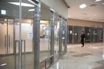 [르포] 황금알이라던 BIFC(부산국제금융센터) 상가…카페만 북적, 곳곳 '임대·매매'나붙어
