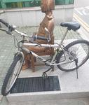 부산 소녀상 이번엔 '자전거' 테러