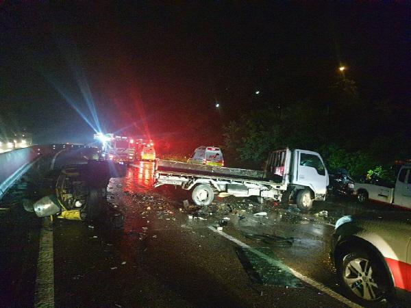 아나운서 박지윤·최동석, 부산 경부고속도로 상행선서 음주 역주행 트럭과 충돌