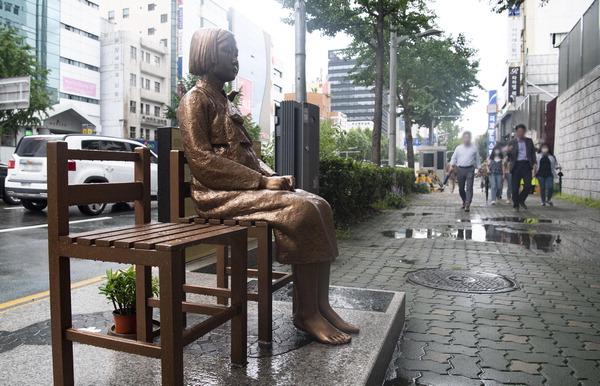 """부산 소녀상 합법화 완료…일본 영사 """"양국 관계 악화"""" 반발"""