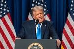 """첫 날 깜짝 등장한 트럼프 """"미국 우선주의 4년 더"""""""