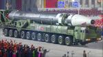 북한, 열병식서 덩치 커진 신형ICBM 공개…사거리 증가추정