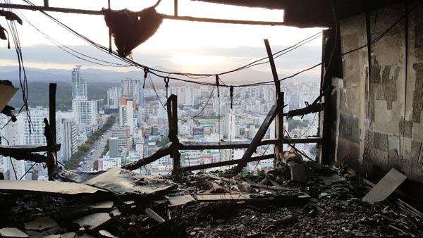 울산 화재 피해조사에만 열흘…이재민 이주·보상 어쩌나 주상복합 향후 대책 골머리