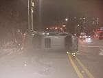 SUV 차량 가로수 들이받아 전도, 운전자 부상