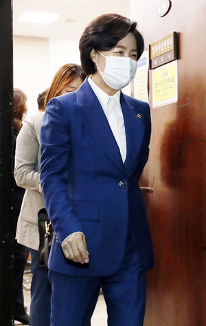 """추미애의 반격…""""윤석열 언론사 사주 만남·옵티머스 무혐의 처분 감찰"""""""