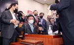 야당 반발 속 공수처법 법사위 통과