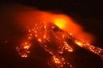 이탈리아 에트나 화산…시뻘건 용암 '콸콸'