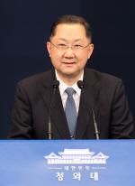 문대통령, 신현수 민정수석 사표 수리…후임엔 김진국 감사원 감사위원