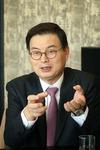 부울경을 빛낸 출향인 <2> 윤희웅 법무법인 율촌 대표 변호사