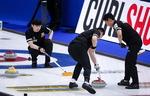 남자컬링 짜릿한 재역전승…세계 2위 캐나다 제압