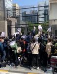 """""""원전수 방류 말라"""" 부산 청년들 일본총영사관 기습시위"""